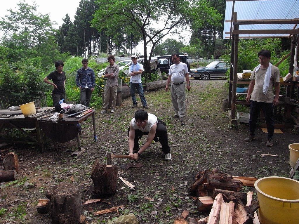 東京の奥山で森林作業と薪割り体...